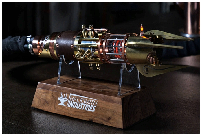 первый в  мире выдвижной  прото-световой меч
